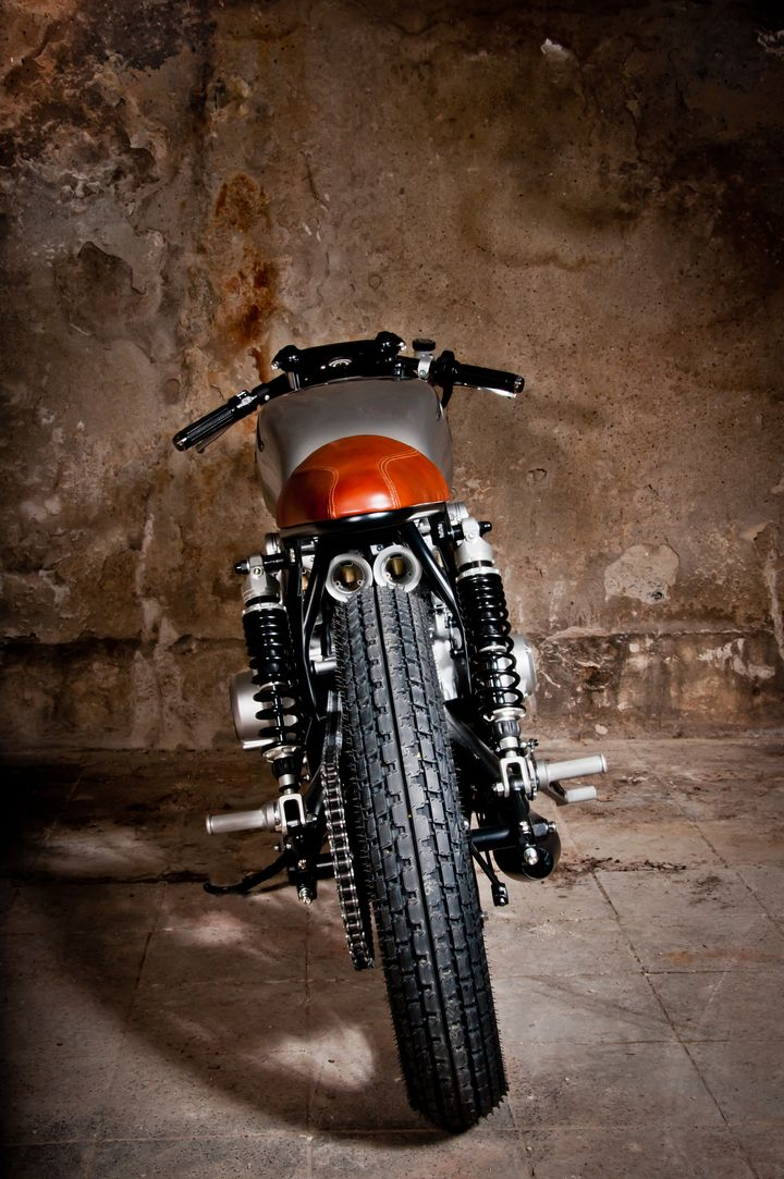 Suzuki GS550 Cafe Racer Tintin - Mellow Motorcycles 3