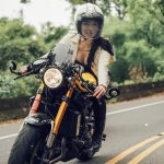¿Transformar una Yamaha XSR900 y lucir unas fotos de escándalo?