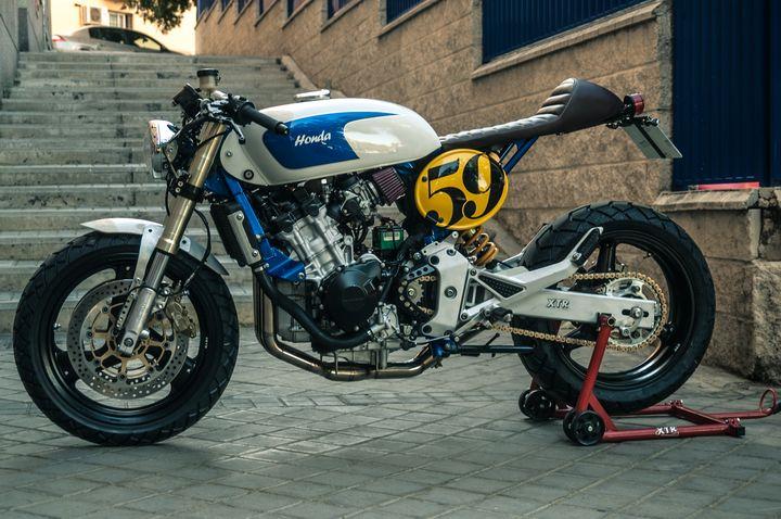 """Super Honda Hornet 600 Cafe Racer """"Sake Racer"""" by XTR Pepo PD98"""
